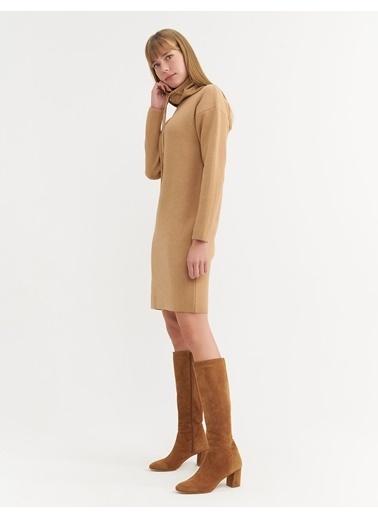 BGN Camel - Balıkçı Yaka Rahat Kesim Triko Elbise Camel